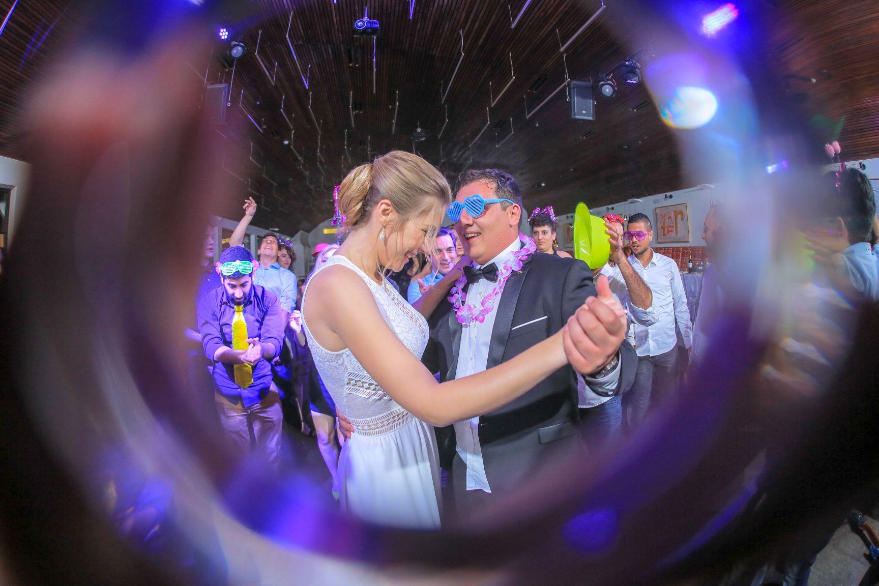 כמה עולה צילום חתונה?